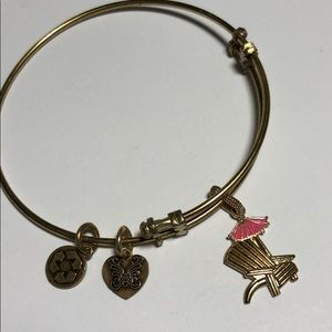 Bracelet with Enamel Beach Chair Charm Symbol